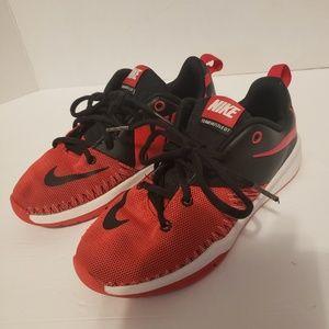 Nike team hustle d7 boys shoes
